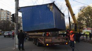 У Запоріжжі демонтують незаконний кіоск біля стадіону
