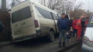 У Запоріжжя водій маршрутки влаштував серйозну ДТП: постраждала пасажирка, – ФОТО