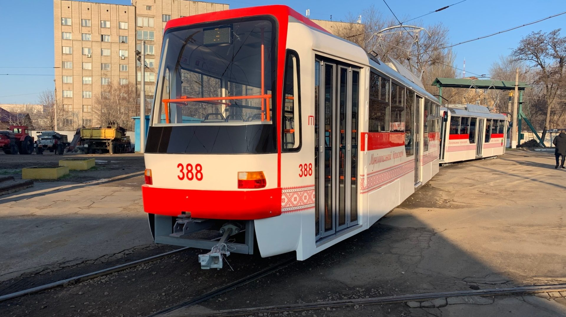 В Запорожье на маршруты вышли еще два новых трамвая собственного производства, – ФОТО