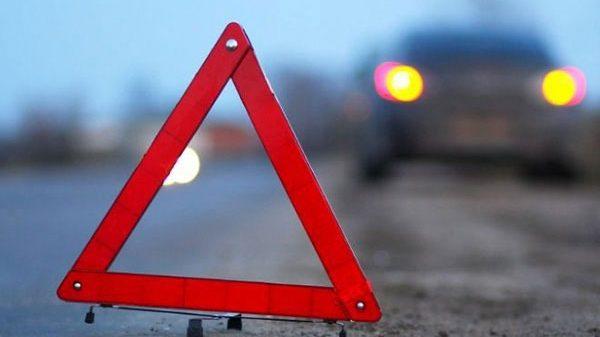 На запорожской трассе столкнулись автомобиль и скутер: умер человек