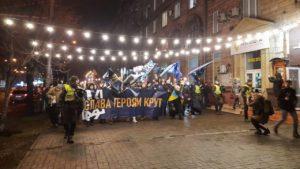 В центре Запорожья несколько сотен людей провели факельное шествие памяти героев Крут, — ФОТО, ВИДЕО