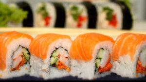 Одну з найпопулярніших служб доставки суші в Запоріжжі закрили після отруєння клієнтів