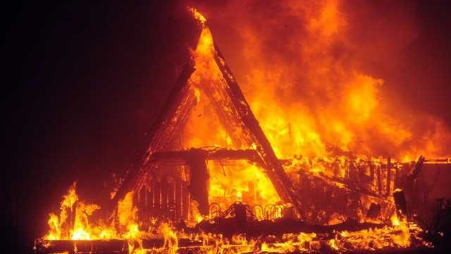 В Запорожье из пожара в больницу госпитализировали мужчину