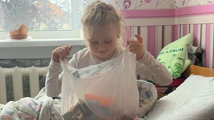Дітей, яких рідна мати порізала ножем, відправили до дитбудинку