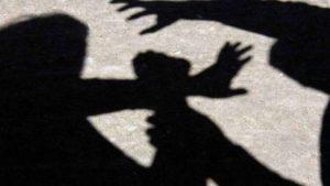 В Запорожье днем избили и ограбили женщину: полиция задержала одного из нападавших
