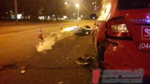 На Космосі водій Renault протаранив припарковану Skoda і зник, — ФОТО