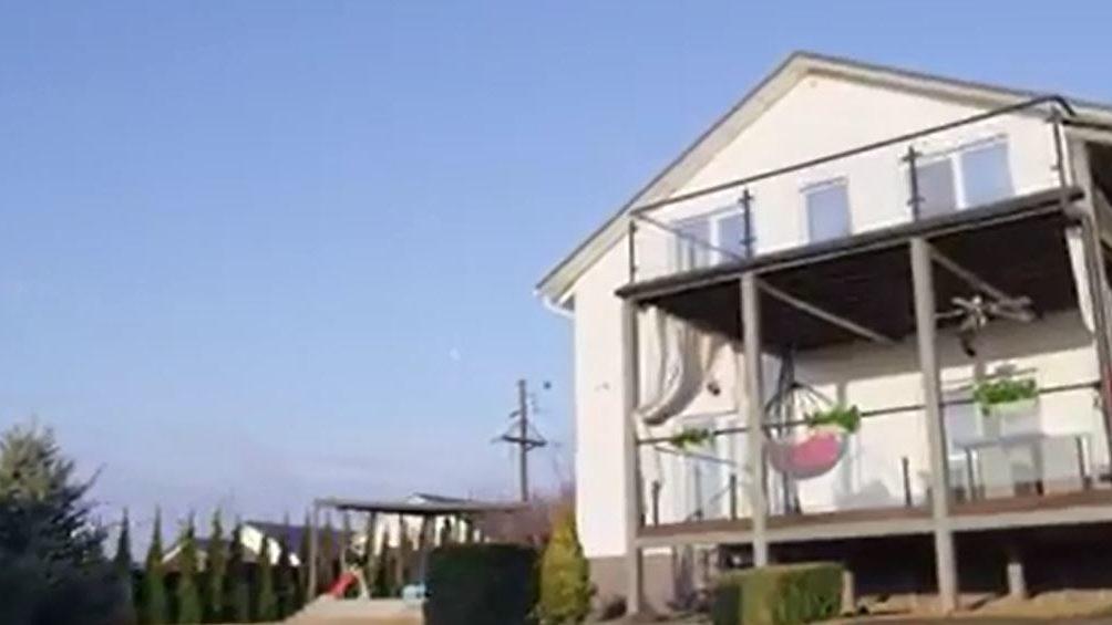 Голі стіни та світильники з терок: запорізька зірка Влад Яма показав свій будинок, — ВІДЕО