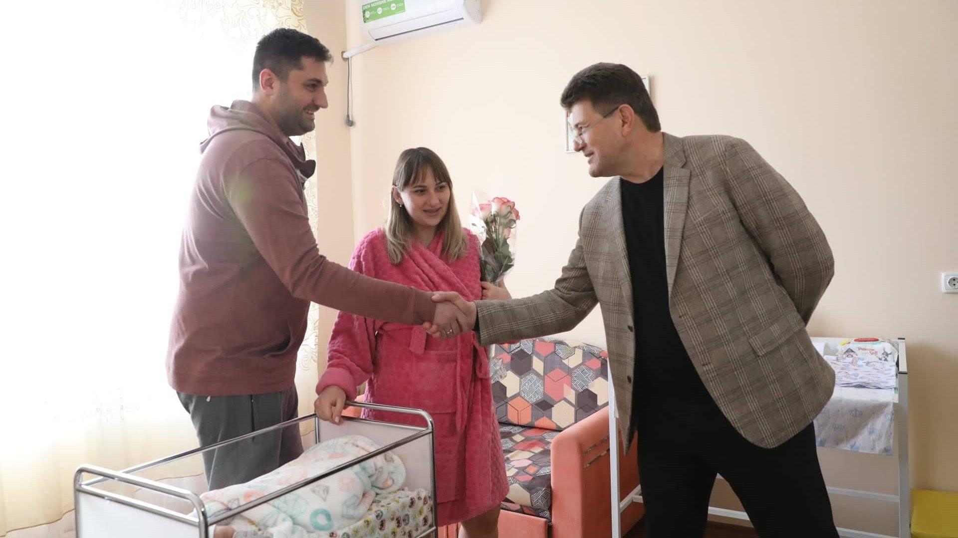 В Запорожье первым родившимся в 2020 году ребенком стал мальчик, — ФОТО