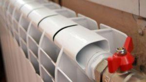 «Батареї гріють так сильно, що доводиться відкривати кватирку»: у запорізьких «Міськтепломережах» пояснили причину