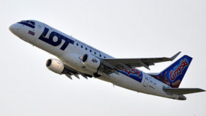 Избежать авиакатастрофы: самолет польской авиакомпании не сел в Запорожье