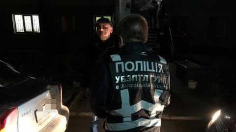 У Запоріжжі затримали сутенера, — ФОТО