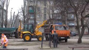 У Запоріжжі комунальники прибрали сміттєзвалище у дворах, — ВІДЕО