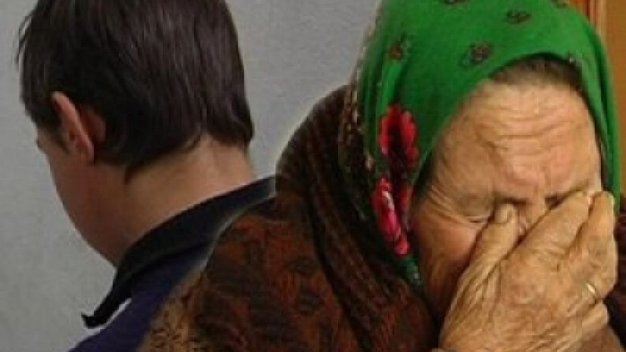 У Запоріжжі онук побив свою бабусю стільцем та вкрав у неї пралку