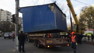 В Запорожье демонтируют киоск, который установили с нарушениями