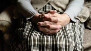 В Запорожской области четверо школьников изнасиловали 70-летнюю пенсионерку