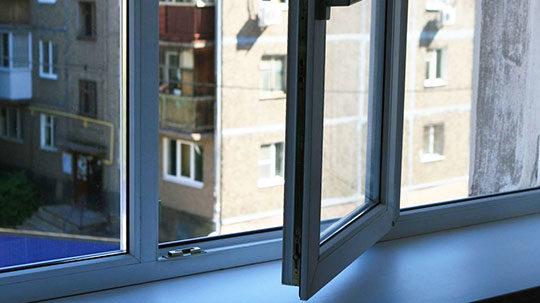 В Запорожье на Бабурке мужчина упал с 5-го этажа: разбился насмерть