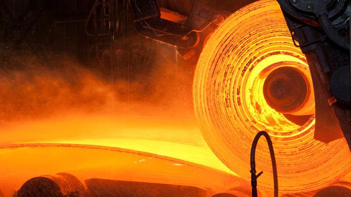 Промышленность падает. Кто должен взять ответственность: мнение экономиста