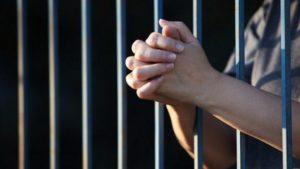 Справу жінки, яка намагалася зарізати своїх дітей, передали до суду