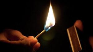 В Бердянському районі на чоловікові під час розпалювання печі спалахнув одяг