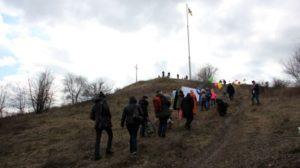 В Запорожье дети, которые побороли рак, поднялись на самый высокий курган Хортицы, – ФОТО