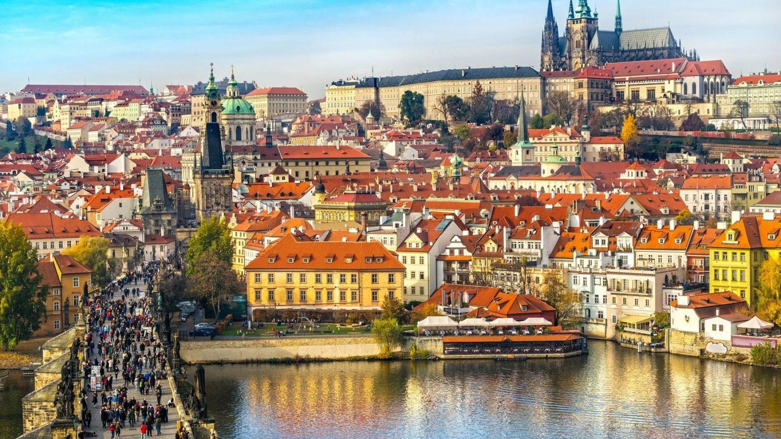 Продаж авіаквитків за напрямком Запоріжжя-Прага — відкрито