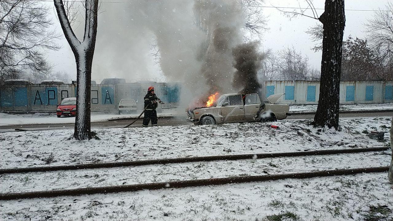У Вознесенівському районі палав ВАЗ, — ФОТО