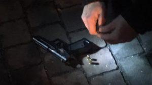 В Запоріжжі на проспекті затримали двох озброєних чоловіків