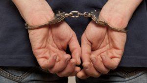 Запорізький оперуповноважений незаконно обшукав автівку та вкрав гаманець
