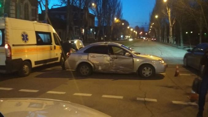 В центре Запорожья столкнулись Audi и Chevrolet: пострадала женщина, — ФОТО