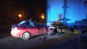 В Запорожской области автоледи врезалась в стоящий грузовик, — ФОТО