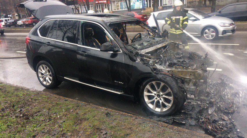 В Запорожье на Победе загорелся BMW X5, — ФОТО, ПОДРОБНОСТИ