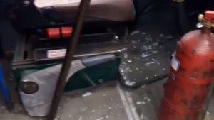 У Запоріжжі п'яні бешкетники розбили скло в маршрутці, — ВІДЕО
