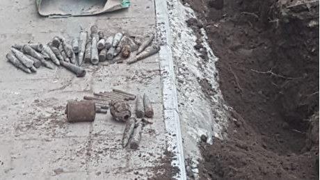 В Запорожской области на территории школы нашли целый арсенал боеприпасов, — ФОТО