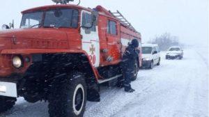 У Запорізькій області надзвичайники одинадцять разів рятували водіїв та їхніх пасажирів зі снігового полону