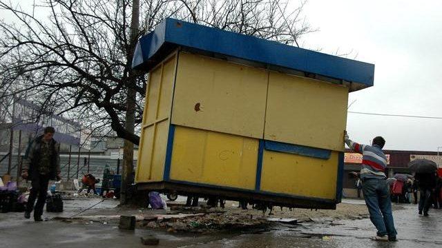 В Запорожье собираются демонтировать еще один киоск, который установили с нарушениями