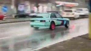 Водитель BMW устроил дрифт-шоу в центре Запорожья, – ВИДЕО