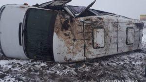 На Запоріжжі перекинулася маршрутка: 5 пасажирів потрапили до лікарні, – ФОТО
