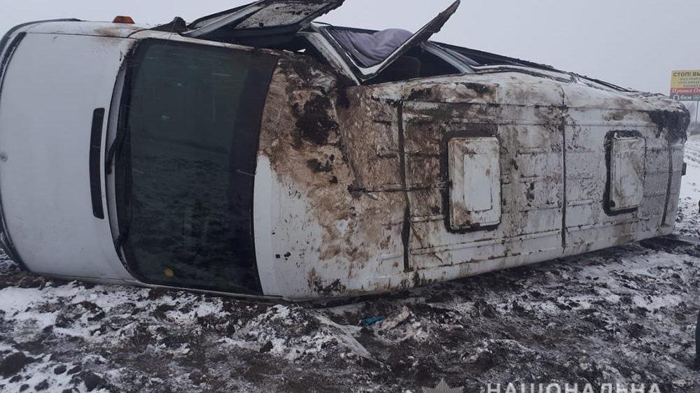 В Запорожье перевернулась маршрутка: 5 пассажиров попали в больницу, – ФОТО