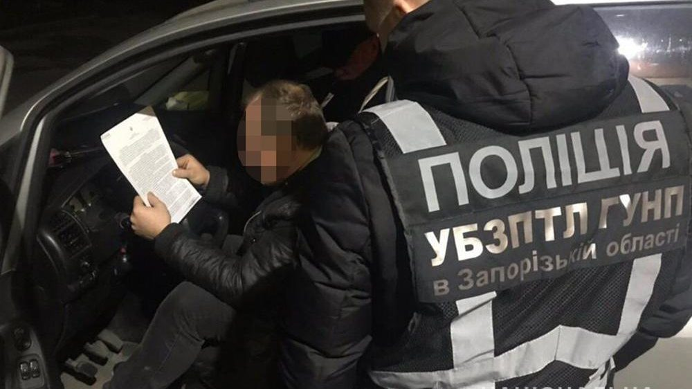Правоохоронці викрили сутенера, який втягував жінок у заняття проституцією