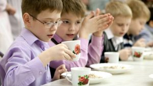 Закупівельні ціни на харчування школярів мають бути знижені - міський голова