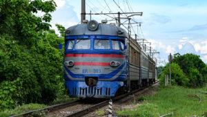 В Запорожской области локомотив зацепил мужчину на ж/д путях