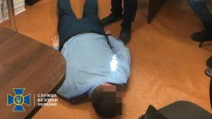 Запорожский таможенник требовал 15 тысяч взятки: ему сообщили о подозрении
