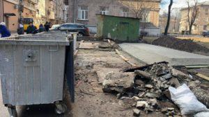 У Запоріжжі почали будувати контейнерні майданчики для роздільного збору сміття