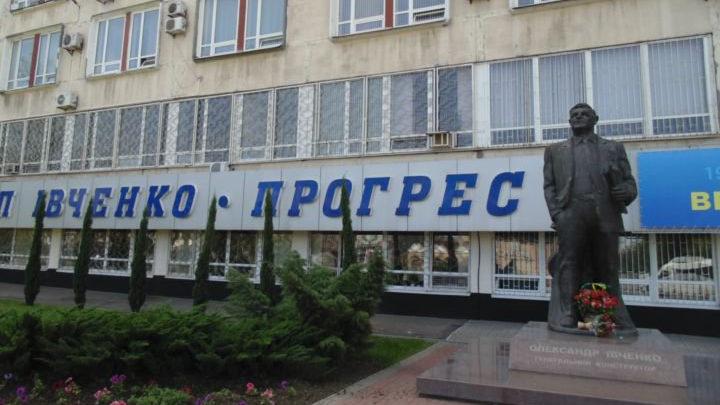 В Запорожье на одном из заводов из-за температурного скрининга образовалась очередь, — ВИДЕО