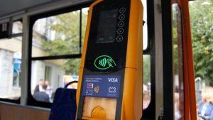 Запоріжці через коронавірус просять встановити в громадському транспорті безконтактний спосіб оплати