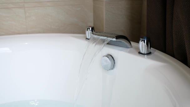 В Запорізькій області медики намагались врятувати жінку, яка втопилась у ванній