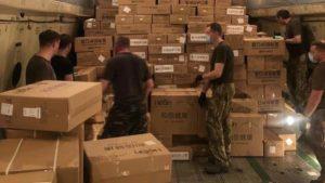 Мелітопольські льотчики доставлять в Україну запаси масок та тестів для виявлення коронавірусу, — ФОТО