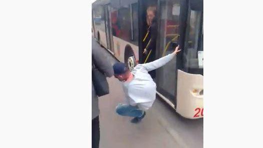 Одиннадцатый лишний: в Запорожье пассажиры жестоко отсекают нарушителей карантина, — ВИДЕО