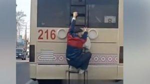Карантин в Запорожье: горожане рискуют жизнью, становясь одиннадцатыми пассажирами