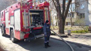 В Шевченківському районі сталась пожежа: людей евакуювали, а одна жінка загинула, — ФОТО
